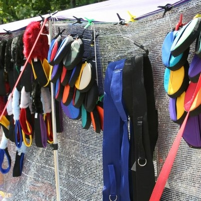 Tunnel-Straps-Against-the-Shade-Cloth-of-the-Kiosk